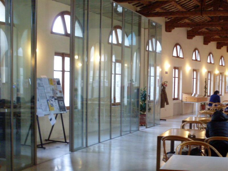 Interno della Biblioteca Antonelliana di Senigallia