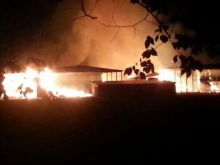 Incendio al Consorzio Agrario di Madonna del Piano a Corinaldo (Foto di Alessio Caldarigi)