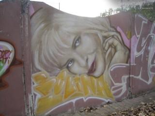 Il murale raffigurante Cicciolina (Ilona Staller) alle Saline