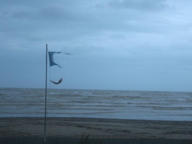 La Bandiera Blu strappata dal vento