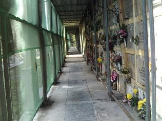 Loculi nella parte vecchia del cimitero