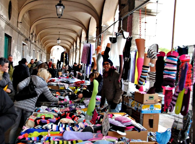Mercato di Senigallia: ambulanti sotto i Portici Ercolani