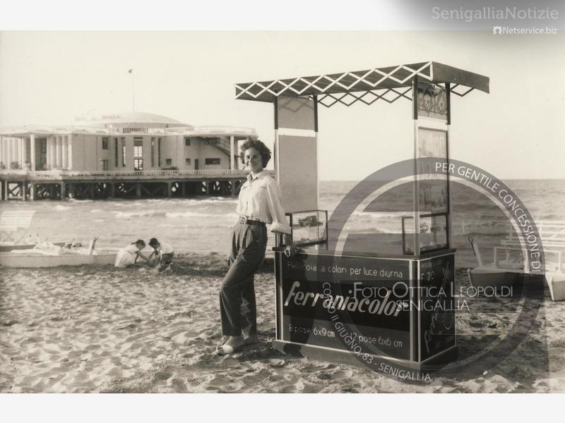 Chioschetto del fotografo in spiaggia a Senigallia