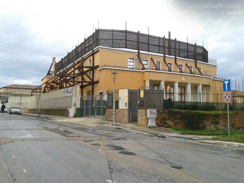 Il cantiere dell'ex-Politeama Rossini da via Chiostergi