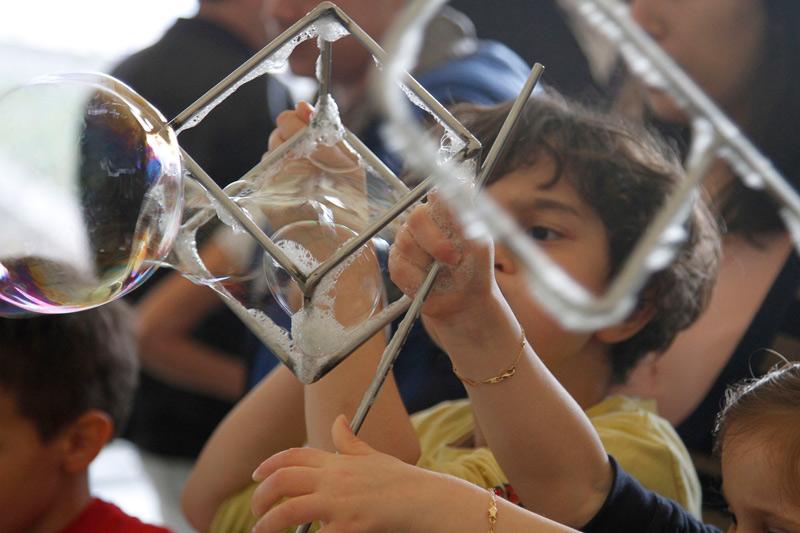 Dimostrazioni con le bolle di sapone a fosforo:2013
