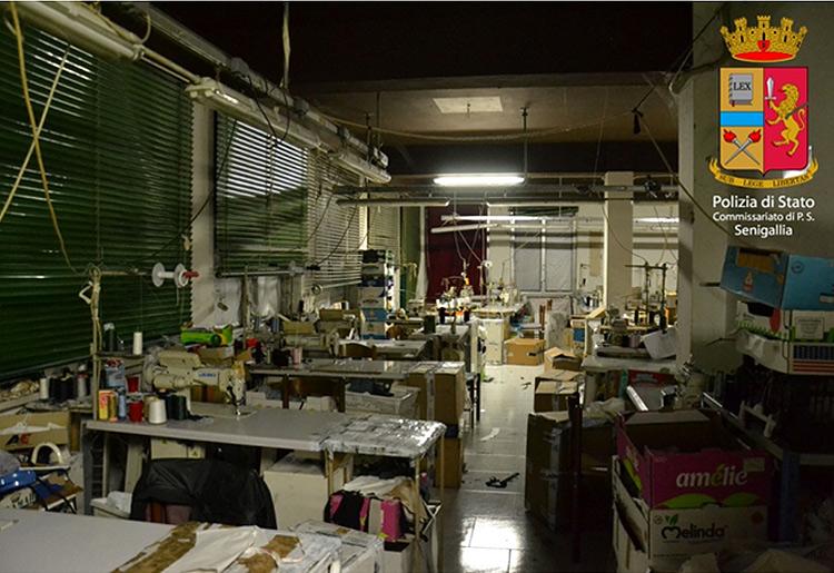 Laboratorio cinese di confezioni sequestrato a Senigallia