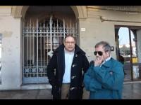 Roberto Paradisi e Giulio Moraca davanti a Palazzo Gherardi