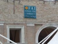 Logo del FAI  (Fondo Ambiente Italiano) appeso durante le giornate FAI di primavera 2014 a Senigallia