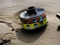 Rifiuti in spiaggia: il filtro di una maschera anti-gas
