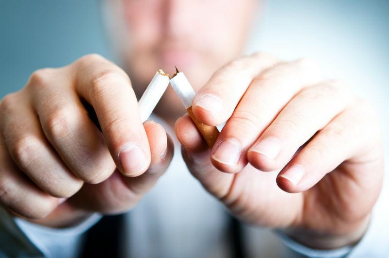 Smettere di fumare con sequenza - su orecchini