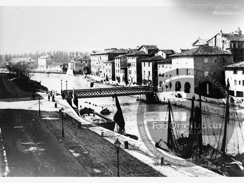 Il lungofiume del Misa in centro a Senigallia - Leopoldi-1020