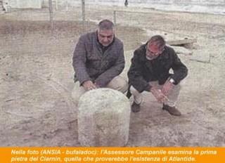 L'assessore Campanile all'esame della pietra rinvenuta