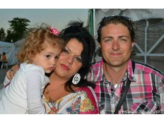 La famiglia Bocconi: da sx la piccola Chanel, la mamma Viviana Cunegondi e il papà Simone Bocconi