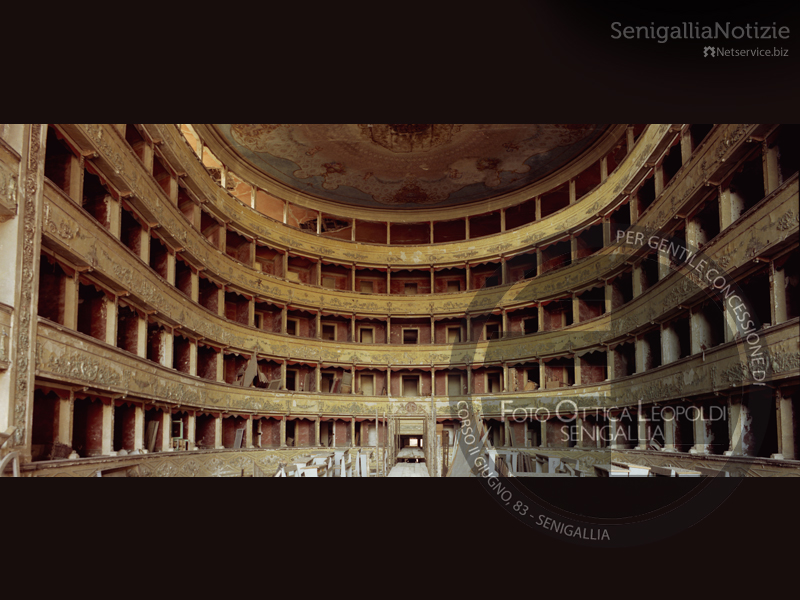 Interno del vecchio Teatro La Fenice di Senigallia - Foto Leopoldi