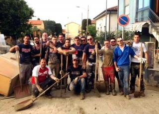 I tifosi dell'Ancona aiutano gli alluvionati di Senigallia
