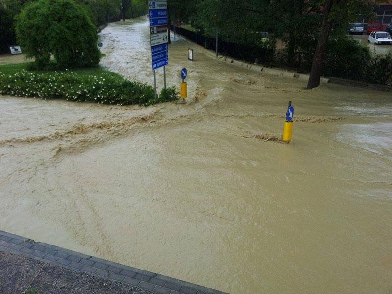 Zona del Campus scolastico di Senigallia durante l'alluvione