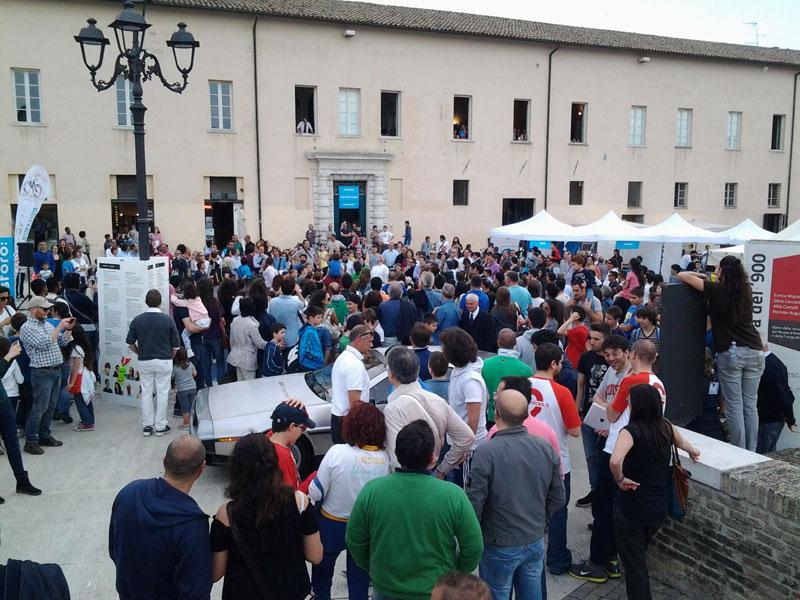 Pubblico in piazza del Duca per fosforo 2014