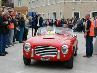 Transito Mille Miglia in Piazza del Duca