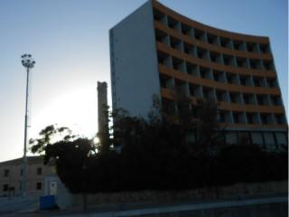 "Ciminiera ""nascosta"" dietro l'Hotel La Vela"