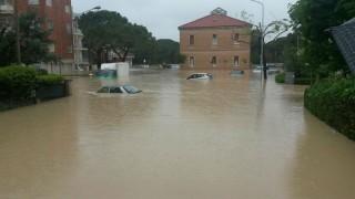Senigallia alluvionata: la chiesa del Portone