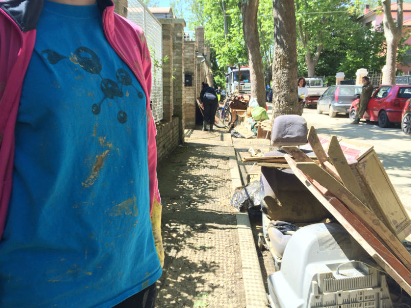 I ragazzi di fosforo impegnati nel post-alluvione
