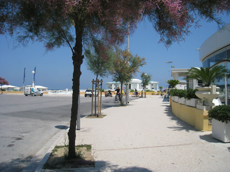 La Rotonda a Mare di Senigallia e il marciapiede del lungomare Marconi
