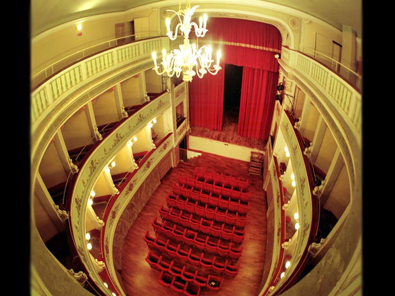 """teatro """"La Vittoria"""" di Ostra"""