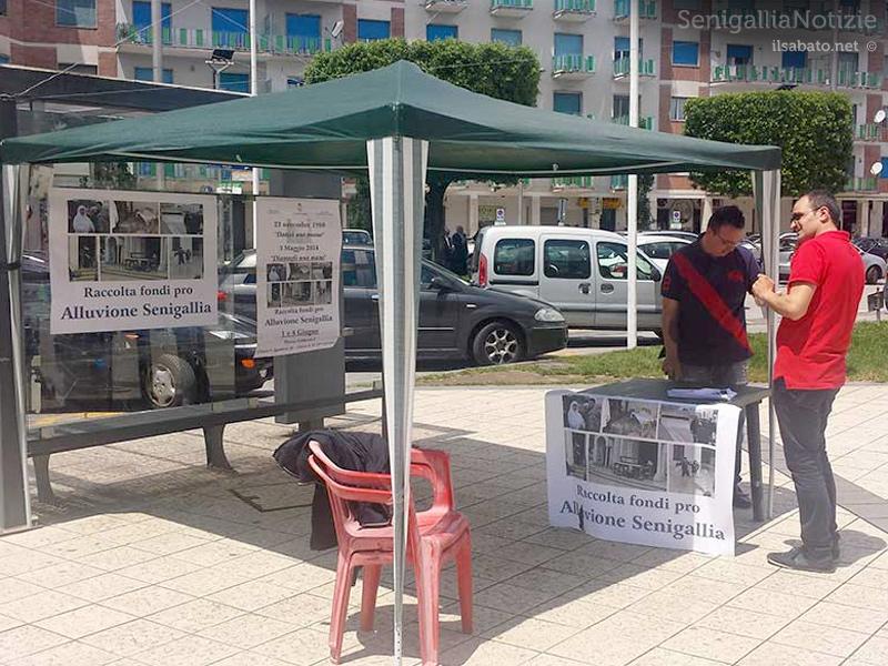 La raccolta fondi in piazza Umberto I, ad Atripalda (AV), a favore degli alluvionati di Senigallia. Fonte: ilsabato.net