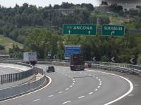L'autostrada A14 a tre corsie all'altezza dello svincolo di Senigallia