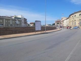 Il nuovo marciapiede sul lungofiume di Senigallia, in via Portici Ercolani