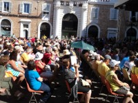 Il forte calore non ferma il popolo del CaterRaduno in Piazza Roma