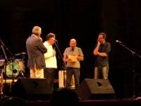 Dario Vergassola e Antonio Di Bella sul palco del Foro Annonario