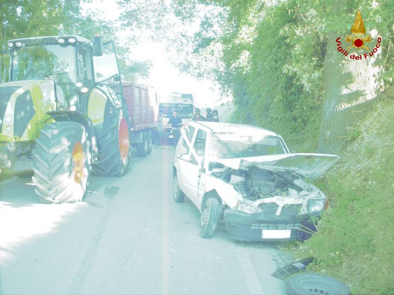Incidente tra trattore e auto a Corinaldo