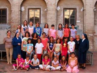 Bambine partecipanti ai laboratori delle Suore Vincenziane di Ostra