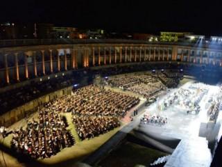 Associazione Longarini allo Sferisterio di Macerata col coro Doremifasol
