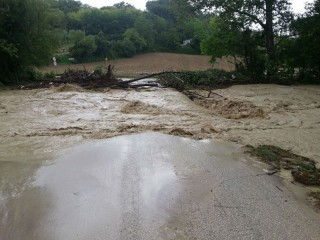 Il ponte sul fiume Ete crollato per il maltempo del 26 luglio nelle Marche