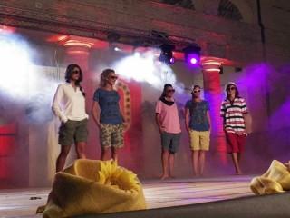 sfilata di moda al foro annonario di Senigallia q