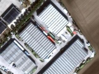 Foto satellitare del capannone interessato dall'incendio, con gli scafi all'esterno