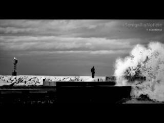Onde contro il molo - Foto di Francesco Buontempi