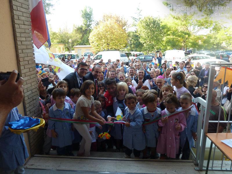 Taglio del nastro alla Scuola d'infanzia San Gaudenzio di Borgo Bicchia per il nuovo anno scolastico 2014/15: scuola completamente risanata dopo i danni subiti per l'alluvione del 3 maggio 2014