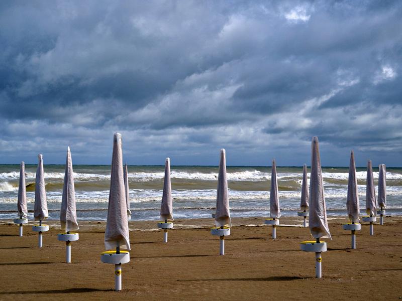 Ombrelloni Per La Spiaggia.Senigallia Ladri In Spiaggia Rubati Una Ventina Di