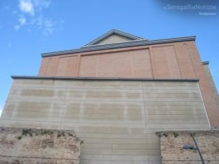 Il retro del teatro La Fenice di Senigallia