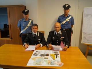I materiali sequestrati dai Carabinieri di Senigallia