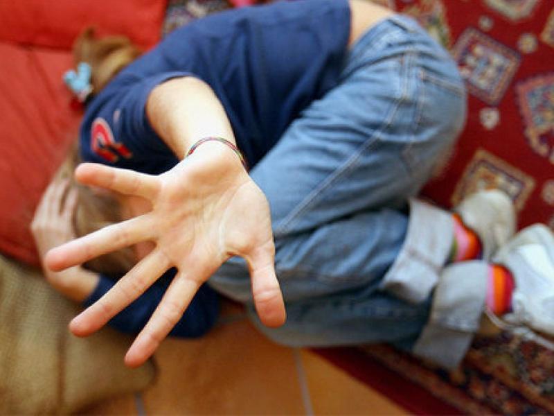 abusi su minore, violenza