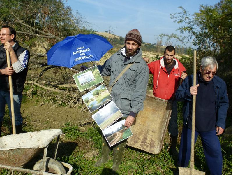 Lavori dei volontari al Fosso Sambuco