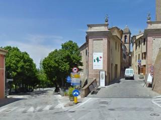 Serra de' Conti: via I maggio e il corso viste da piazza Leopardi