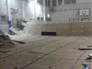 Crollo del controsoffitto nella palestra della scuola Marchetti di Senigallia