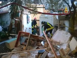 Intervento dei Vigili del Fuoco di Osimo a Sirolo per lo scoppio di gpl fuoriuscito da una bombola