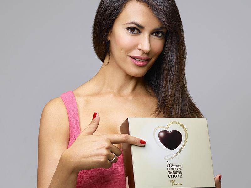 Telethon 2014: protagonista della campagna di sensibilizzazione e raccolta fondi è Maria Grazia Cucinotta