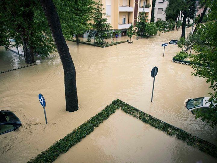 L'alluvione di Senigallia, 3 maggio 2014: l'incrocio tra via Venezia e via Feltrini